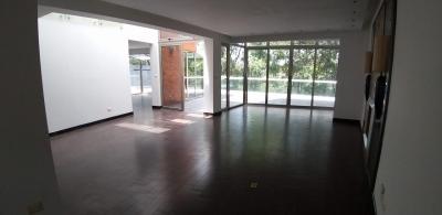 Casa en alquiler en Cayalá de 450 mts en $.3,000 de 4 dormitorios /código 534