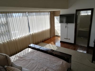 Amplio Apartamento Amoblado de 4 habitaciones + habitación de servicio