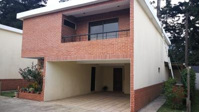 Alquilo casa dentro de condominio en Carretera Salvador