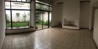 Casa en Venta Zona 14, 3 Habitaciones, 6 Estacionamientos, 335 m2, US$500,000