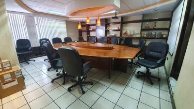 Oficina en alquiler en zona 10 de 245 mts  en $2,470/Código 724