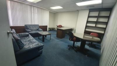 Oficina en alquiler en zona 10 de 245 mts  en $2,470/Código 725