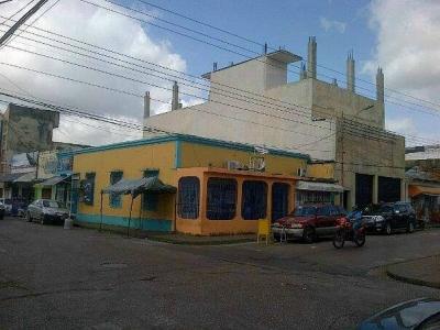 VENDO CASA CON 03 LOCALES CENTRO DE MATURIN