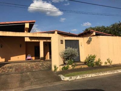 Vendo Casa en la Urbanización La Laguinta