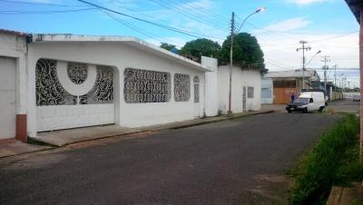 CASA PARA USO COMERCIAL Y/O RESIDENCIAL EN CENTRO DE MATURIN