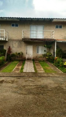 Tonw house en conjunto residencial El Remanso. Av Libertador