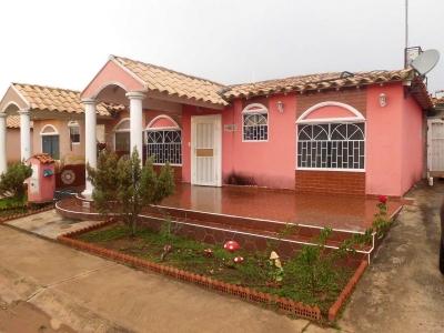Casa En Venta en Zona Industrial Urb. Jardines De San Jaime Cond. Tulipan