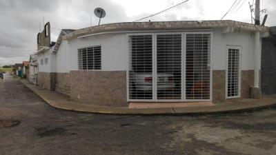 VENDO EXCELENTE OPORTUNIDAD DE INVERTIR EN URBANIZACION LAS GARZAS, ZONA INDUSTRIAL. (AMOBLADA)