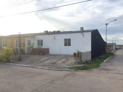 ESPACIOSA CASA EN VENTA EN URB. EL FARO