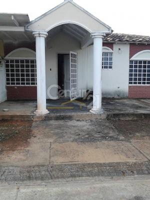 acogedora casa en venta en Jardines de San Jaime, Zona Industrial