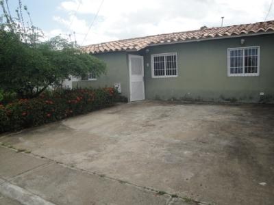 Casa en Juana La Avanzadora, primer condominio
