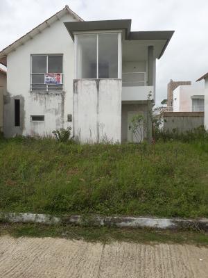 Town House en Urbanización Sol de Oriente, vía El Sur