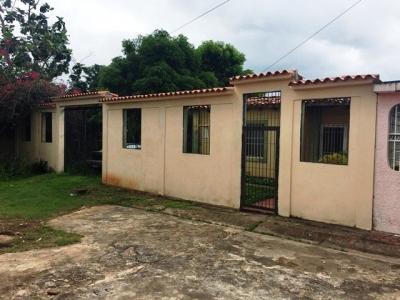 VENDO ACOGEDORA CASA EN URB. REINA PAULINA