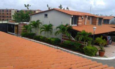 Town House en Resid. Loma Real, Urb. Palma Real, Tipuro