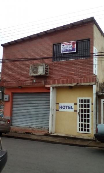 - Hoteles