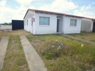 Casa en venta en la Urb. Los Apamates C, Zona Industrial