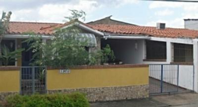 Casa en Venta Ubicada en Urb. Altos de Tipuro