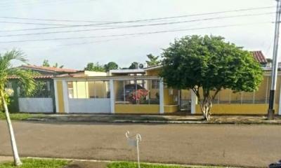 Casa en Venta Ubicada en Urb. El Parque La Floresta