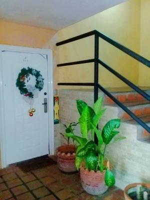BELLO Y ACOGEDOR APARTAMENTO EN RESIDENCIA PLAZA GUAICA