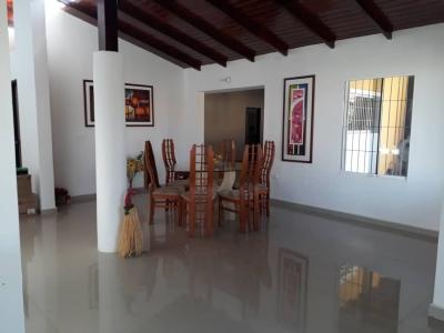 Casa en VENTA EN Urb. Sabana Club