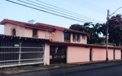 En Alquiler Para Uso Comercial Amplia Casa en Sector de Las Avenidas en Maturin