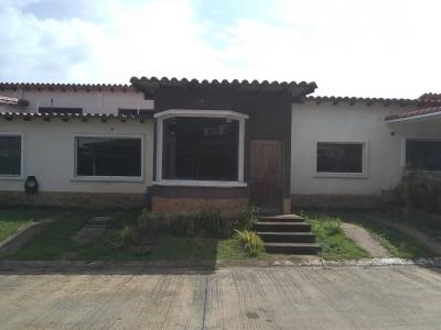 Se Vende Casa en Obra Gris en Juanico, Urbanizacion Los Nogales