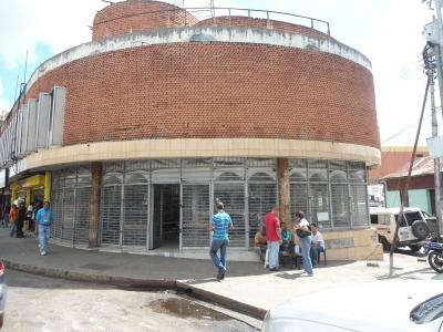 Edif de 2 Niveles (actual City lamp)