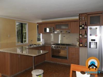 Apartamento en venta en La Isabelica. Amplio, remodelado y seguro EMB-A-22