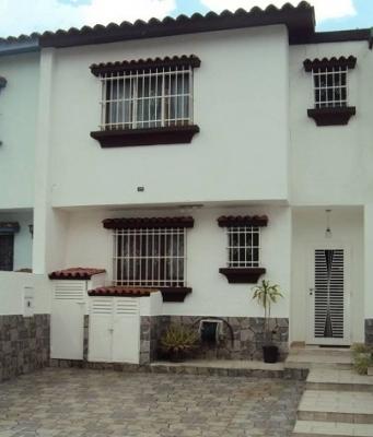 Impecable Aparto Quinta en la Urbanización Valles de Camoruco