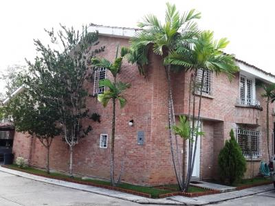 Hermoso Townhouse en Venta en los Aleros, 138 m2