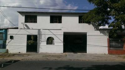 Espaciosa casa de dos plantas en Parque Valencia