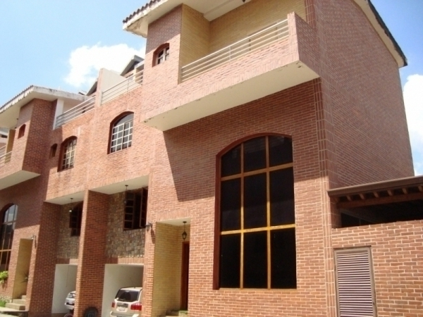 TOWN HOUSE GRANDIOSO EN VENTA EN URB AGUA BLANCA