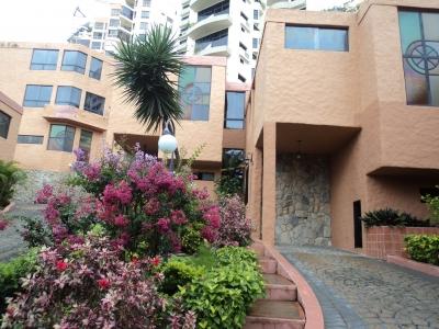 En Venta bella Casa de 300 metros en Conjunto Cerrado