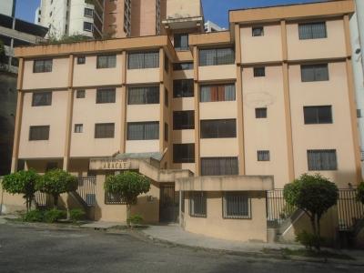 RE/MAX Vende Espectacular Apartamento en El Bosque Totalmente Remodelado