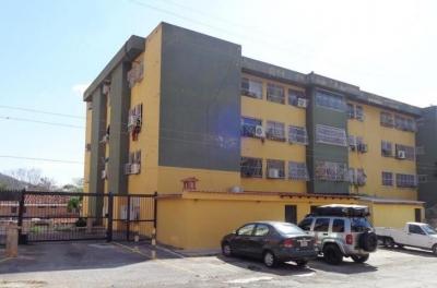 APARTAMENTO EN VENTA COLINAS DE GUATAPARO MLS #18-3671 TLF 0424.179.97.52