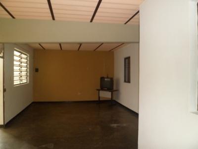 Alquiler de Apartamento De  100 M2 Ubicado En La Avenida Enrique Tejera