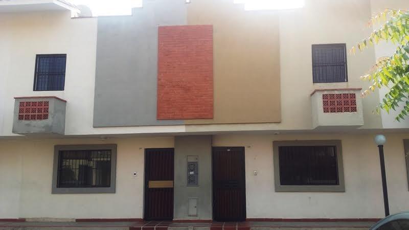 SE VENDE TOWN HOUSE EN TAZAJAL