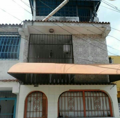 Casa comercial en Ricardo Urriera