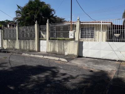 Venta Amplia y Cómoda Casa en Urb. Fundación Mendoza