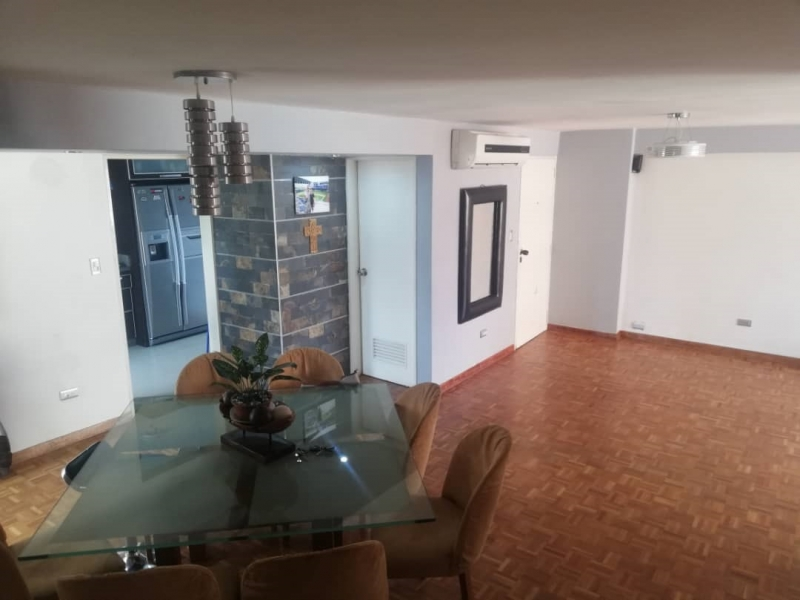 Apartamento de 120m2, Edificio Chulavista, en la Urb. Chaguaramal, Av. Bolivar Norte, Valencia Edo. Carabobo