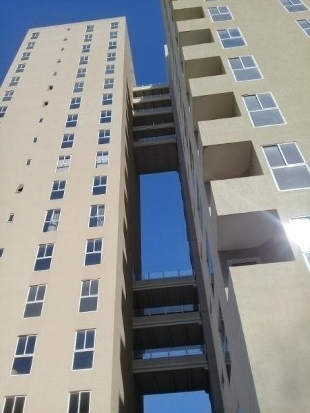 Residencias ICEBERG. Apartamento de dos niveles en obra gris