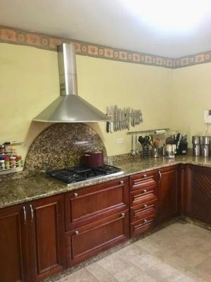 Se vende espectacular casa en Guaparo !
