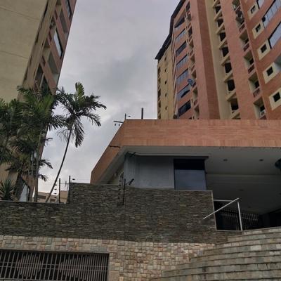 Apartamento En Alquiler Urb. Mañongo, Valencia. SR19-25