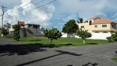 Solar de Esquina zona buena Boca Chica