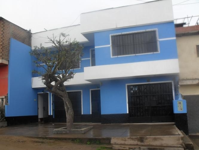 Casa con Locales Comerciales y Departamentos - Ocasión Remate Viaje - VMT