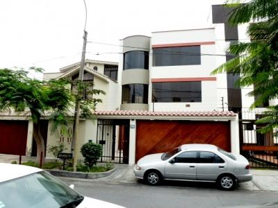 vendo casa amplia en Santa Patricia amplia 4 dormitorios y segura
