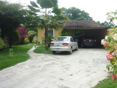 Terreno con 2 casas en venta en Las Morochas