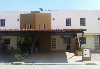 Excelente Casa ubicada en el Pueblo de San Diego en conjunto cerrado