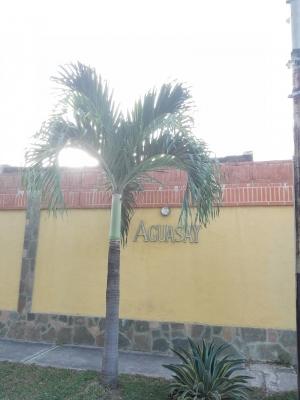 Casa ampliada con área de parrillera en el bello y seguro conjunto Aguasay