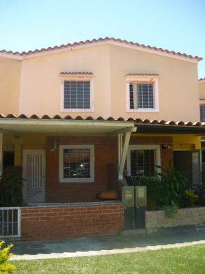 Town House listo para mudarse Urb. Laguna Club